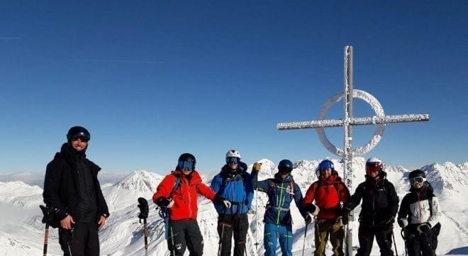 Gipfelgefuehle die Muehen des Aufstieg werden belohnt mit einer grandiosen Abfahrt dc